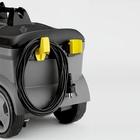 Szybka i łatwa zmiana dysz; uchwyt na kabel zasilający.